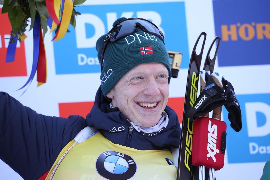 Johannes Thingnes Bö tog säsongens nionde världscupseger när han vann masstarten i Ruhpolding. FOTO: Mathias Mandl/GEPA pictures/Bildbyrån.