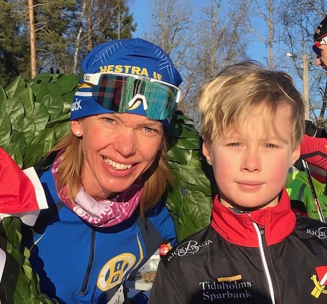 """Johanna Sundström med """"kransapajk"""" Theo Rydén. FOTO: Mullsjö SOK."""