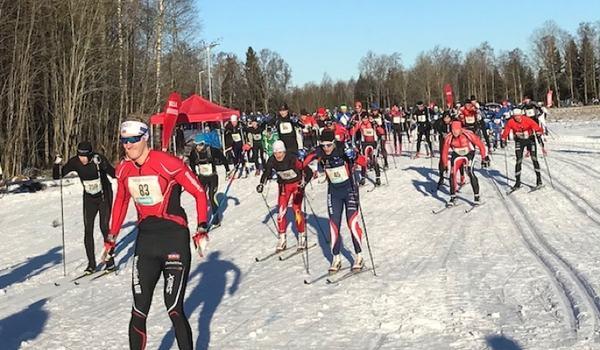 Starten för 17:e upplagan av Stråkenloppet i härligt solsken. FOTO: Mullsjö SOK.