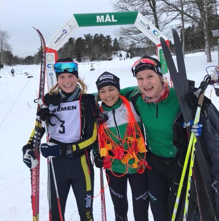 Trean Karin Nilsson, Stockholms RK, segrande Daniela Profir och tvåan Karin Marell Höglund båda från Sundbybergs IK. FOTO: Roslagsloppet.