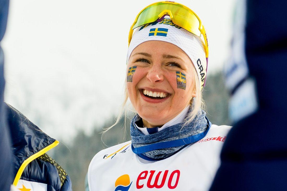 Frida Karlsson vann JVM-guld i överlägsen stil över 15 kilometer masstart i Lahtis, Finland, på torsdagen. FOTO: Bildbyrån.