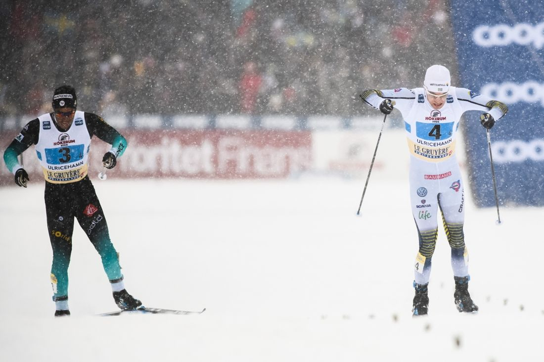 Viktor Thorn spurtade ner Richard Jouve i kampen om femteplatsen på världscupstafetten i Ulricehamn. FOTO: Mathias Bergeld/Bildbyrån.