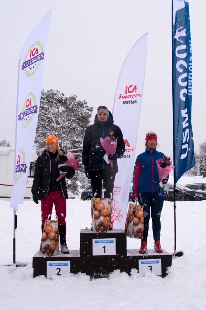 Topp tre i damklassen. Fr.v. Jenny Kling, tvåa, Elin Vedin, etta och Lovisa Ottosson, trea. FOTO: Matfors SK.