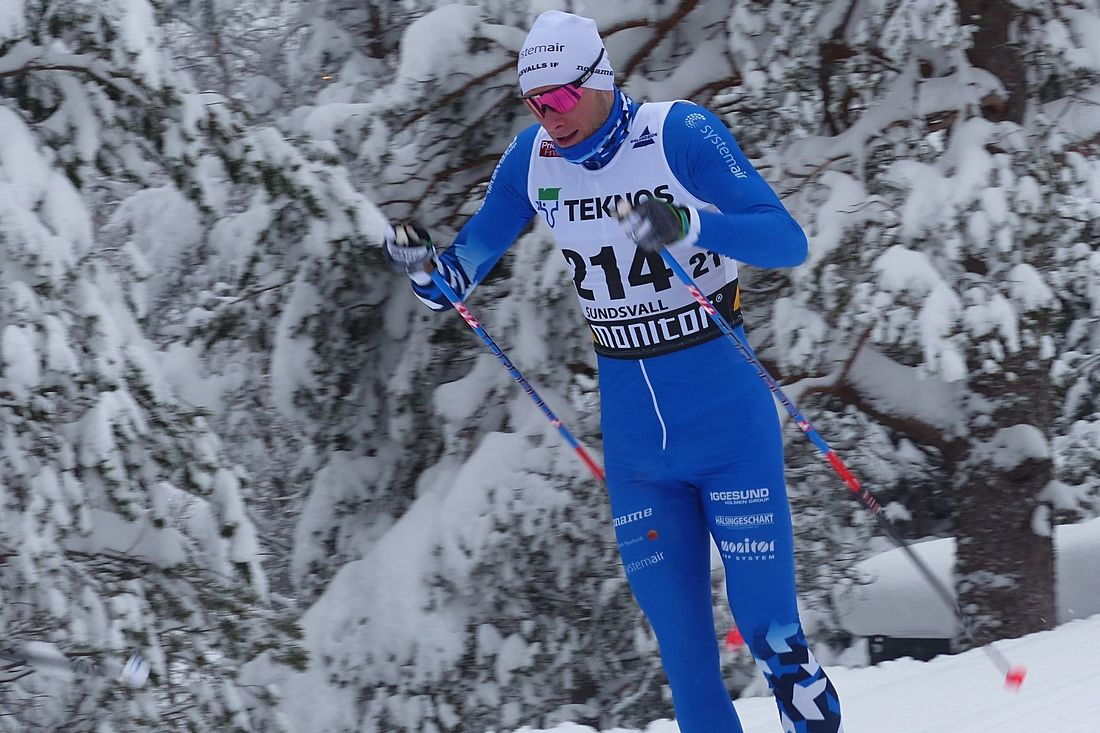 Daniel Rickardsson närmar sig VM-form. Idag var han klart snabbast i spåret under SM-stafetten. Bilden dock från onsdagens 15 kilometer då det blev silver. FOTO: Johan Trygg/Längd.se.