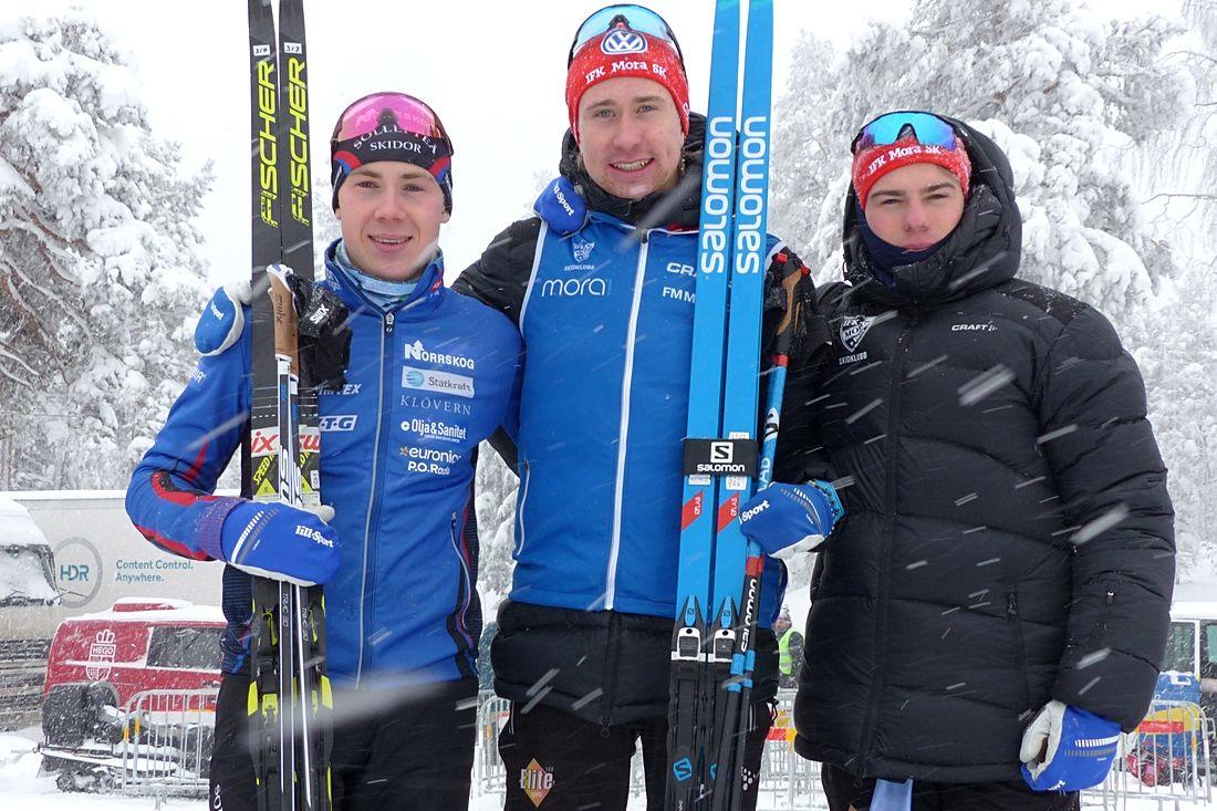 Att det finns unga svenska skidåkare med potential visade trion Fredrik Andersson, Jonas Eriksson och Eric Rosjö på SM-tremilen. Hela trion blev också VM-reserver på hemmaplan. FOTO: Johan Trygg/Längd.se.