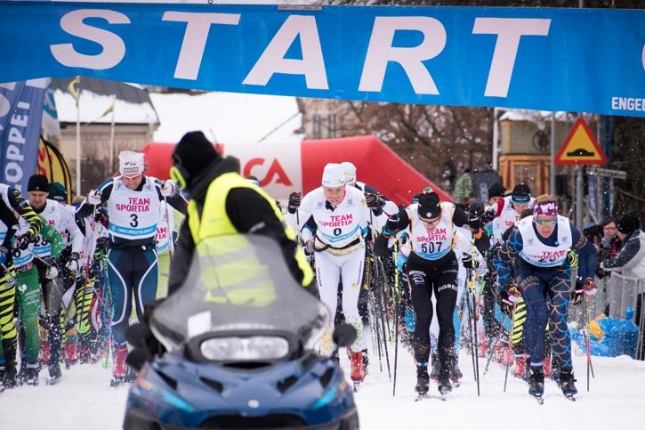 Starten på Engelbrektsloppet med slutlige tvåan Joakim Lindberg längt till höger i bild. FOTO: Mattias Forsberg.