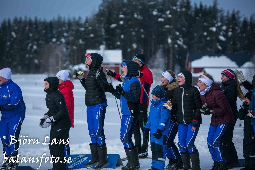 Engagerad hejaklack under i ICA cup. FOTO: Björn Lans, balansfoto.se.