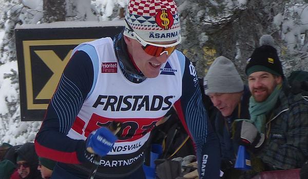 Marcus Ruus vann 15 kilometer skejt i Hudiksvall med 5,5 sekunders marginal till Marcus Fredriksson. FOTO: Johan Trygg/Längd.se.
