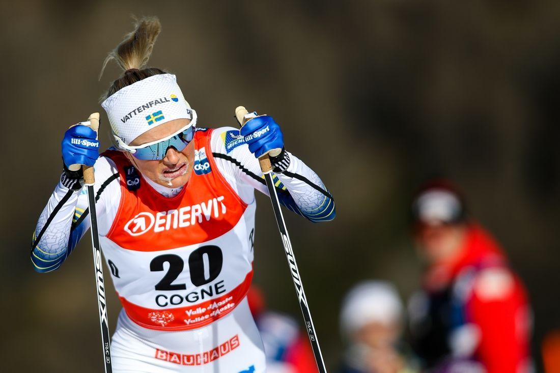 Frida Karlsson kämpade på den höga höjden och åkte in som sjua i sin världscupdebut. FOTO: GEPA pictures/Matic Klansek/Bildbyrån.