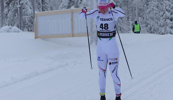 Emma Ribom vann masstarten vid Volkswagen cup i Hudiksvall strax före klubbkompisen Sofia Henriksson. Bilden dock från SM i Sundsvall. FOTO: Johan Trygg/Längd.se.