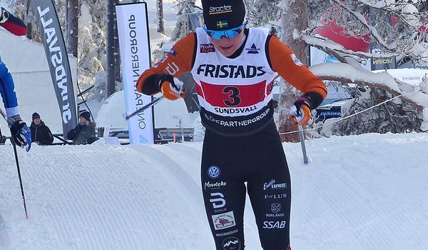 Moa Molander Kristiansen leder damklassen Volkswagen cup nio poäng före Mia Eriksson efter helgens tävlingar i Hudiksvall. FOTO: Johan Trygg/Längd.se.
