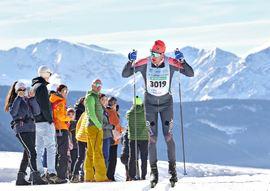 Oskar Kardin på väg mot seger i Gsiesertal Lauf i italienska Sydtyrolenvintern 2019. FOTO: Newpower.it.