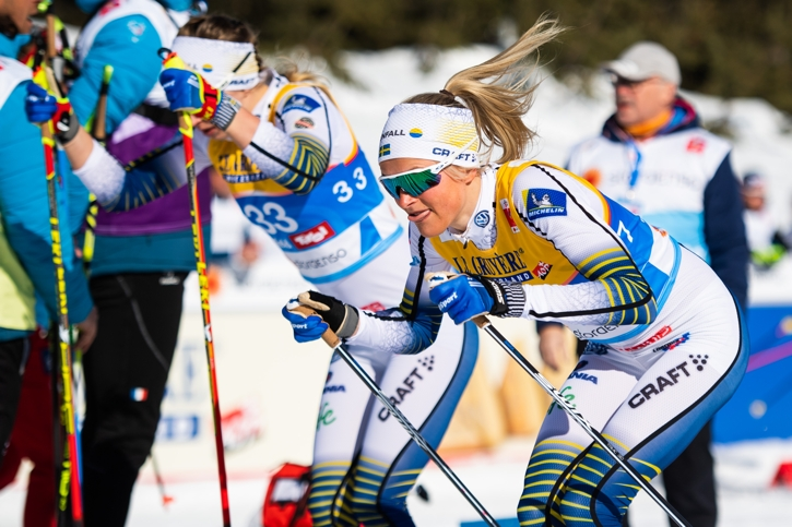 Frida Karlsson gjorde succé i sin VM-debut med en femteplats. Här är hon bredvid Evelina Settlin, som blev 13:e, strax efter starten på loppet. FOTO: Joel Marklund/Bildbyrån.