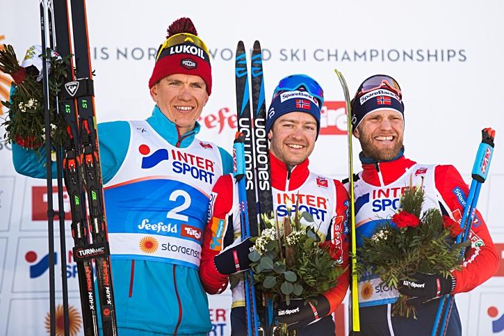 Medaljtrion Alexander Bolshunov, Sjur Röthe och Martin Johnsrud Sundby. FOTO: Joel Marklund/Bildbyrån.