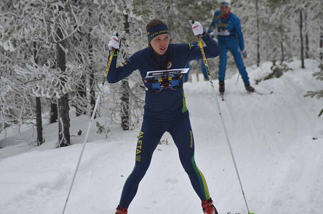 vTove Alexandersson vann SM-guld på medeldistans i Östersund nio sekunder före Magdalena Olsson. FOTO: Johan Trygg/Längd.se.