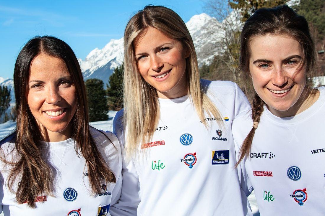 Tre fjärdedelar av det svenska laget till VM-stafetten i morgon: Charlotte Kalla, Frida Karlsson och Ebba Andersson. Den fjärde åkaren blir Stina Nilsson som åker sista sträckan. FOTO: Bildbyrån.