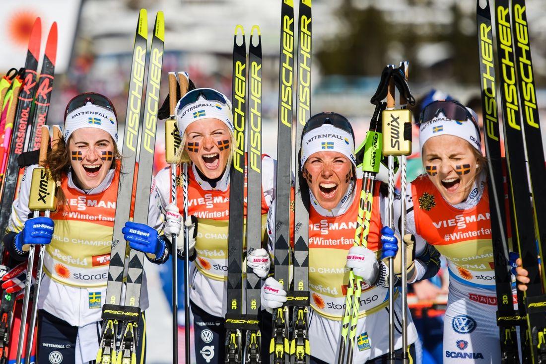 De svenska guldtjejerna som grejade Sveriges första VM-guld i damstafett: Ebba Andersson, Frida Karlsson, Charlotte Kalla och Stina Nilsson. FOTO: Joel Marklund/Bildbyrån.