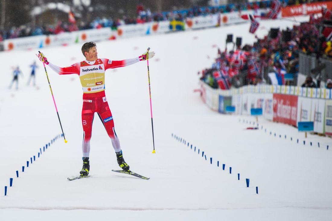 Johannes Hösflot Kläbo defilerade hem tionde raka stafettguldet för Norge. FOTO: Joel Marklund/Bildbyrån.