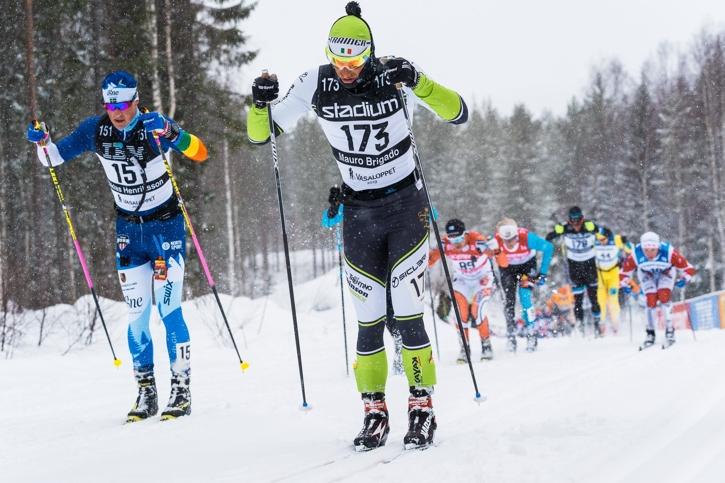 Niklas bredvid italienaren Mauro Brigado på väg in i Lundbäcksbackarna. FOTO: Magnus Östh.