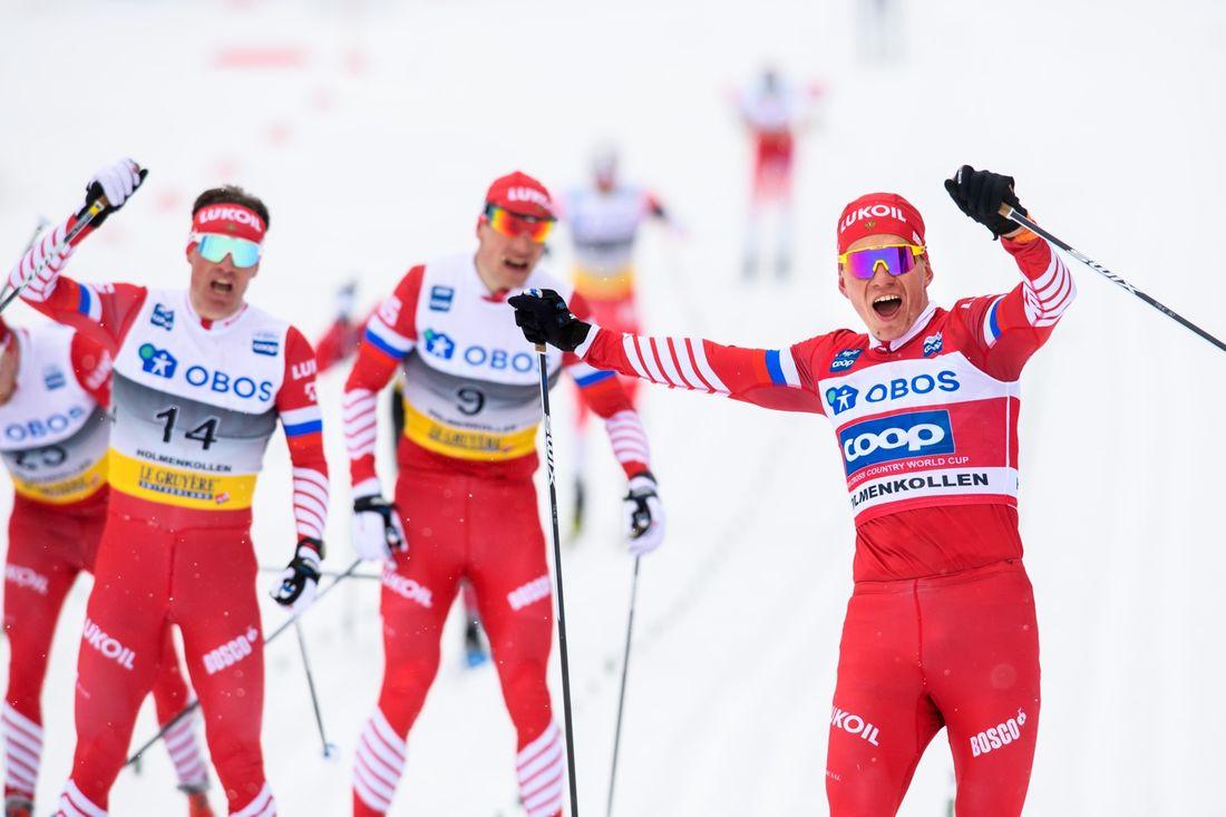 Alexander Bolshunov vann femmilen i Holmenkollen före landsmännen Maxim Vylegshanin, Andrey Larkov och Ilia Semikov. FOTO: Fredrik Varfjell/Bildbyrån.