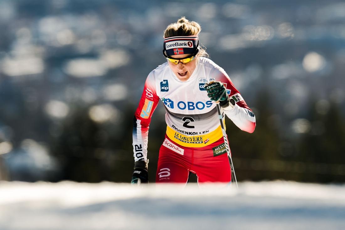 Therese Johaug på väg mot en förkrossande seger i Holmenkollen. FOTO: Jon Olav Nesvold/Bildbyrån.