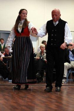 Iselin Eikås og Magnus Hope Bygdedans kl D