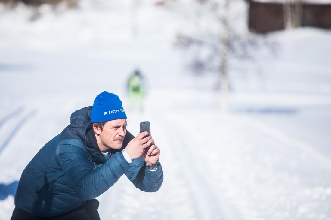 Tävlingsledaren David Holmström in action under premiärupplagan av En riktig femmil i fjol. FOTO: AdaMedia Med Mera.