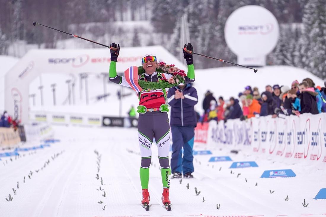 Justyna Kowalczyk tog sin tredje raka seger i Birkenbeinerrennet. FOTO: Visma Ski Classics/Tom-William Lindström.