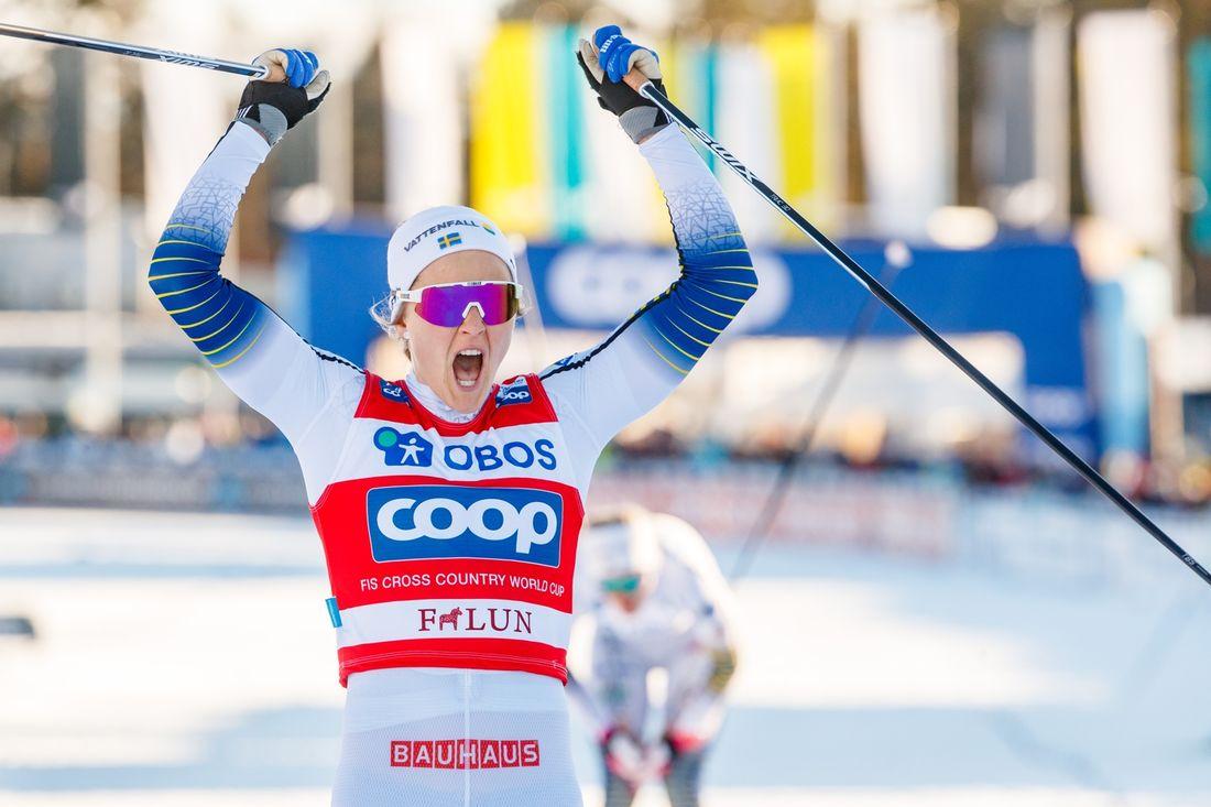 Stina Nilsson gjorde en suverän sprinttävling i Falun och vann finalen före Maiken Caspersen Falla och Maja Dahlqvist. FOTO: Daniel Eriksson/Bildbyrån.