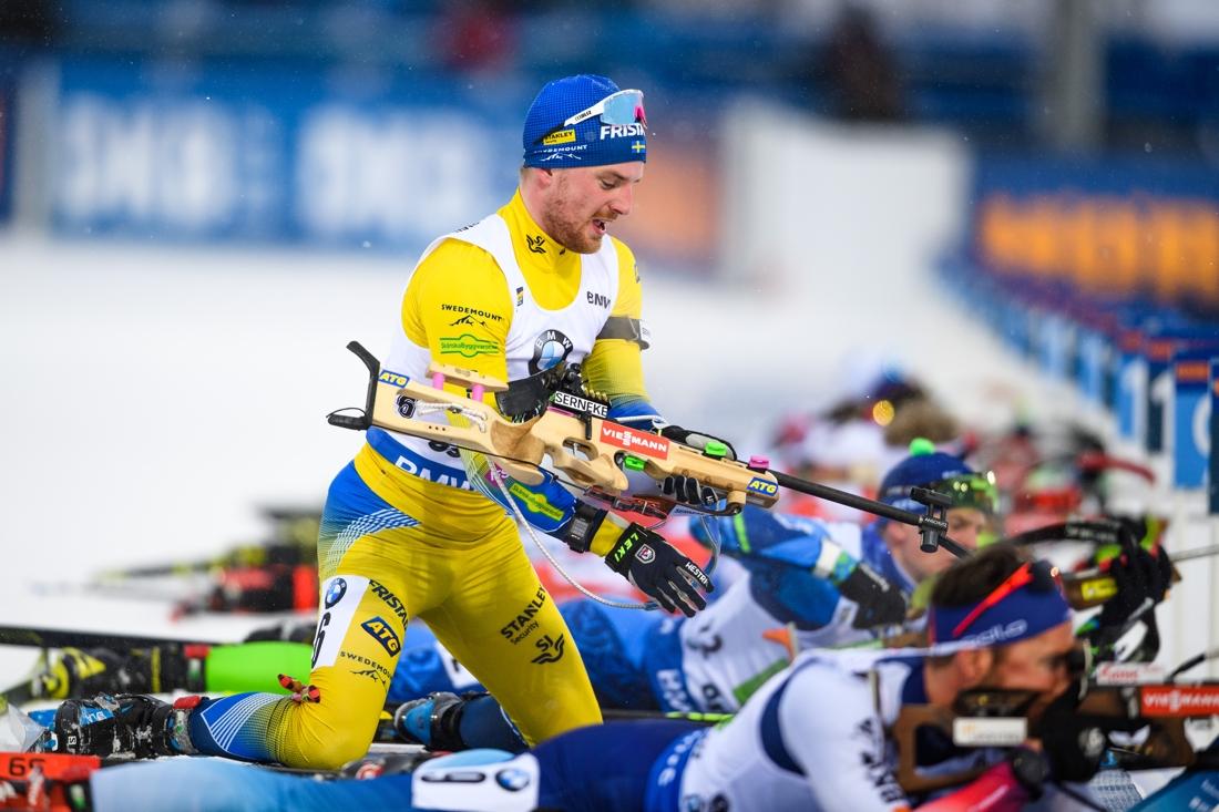Jesper Nelin åkte andra sträckan för Sverige och växlade ut Martin Ponsiluoma knappa 20 sekunder efter då ledande Frankrike. FOTO: Petter Arvidson/Bildbyrån.