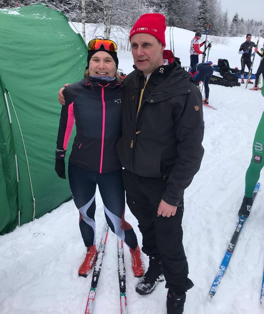 Hanna Eriksson, en gång världscupvinnare, med Janne Petterson, en av initiativtagarna till En riktig femmil. FOTO: Skidhistoriska Sällskapet.