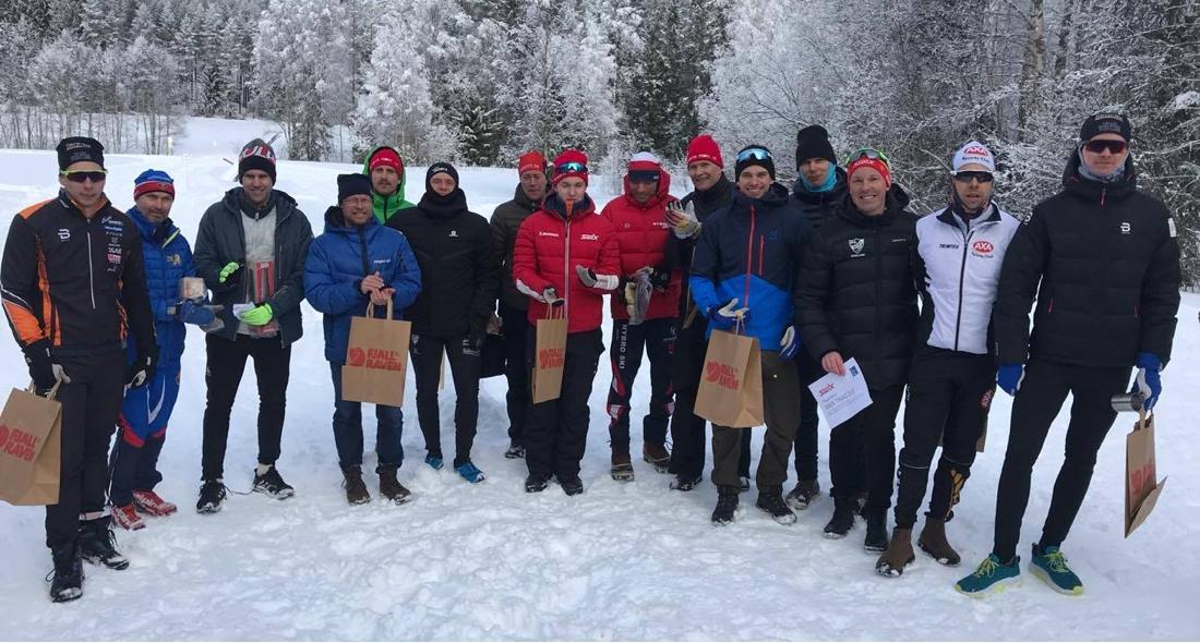 Pristagarna i herrklassen med topptrion längst till höger i bild. FOTO: Skidhistoriska Sällskapet.