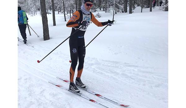 Simon Andersson på väg mot andra raka segern i En riktig femmil. FOTO: Skidhistoriska Sällskapet.