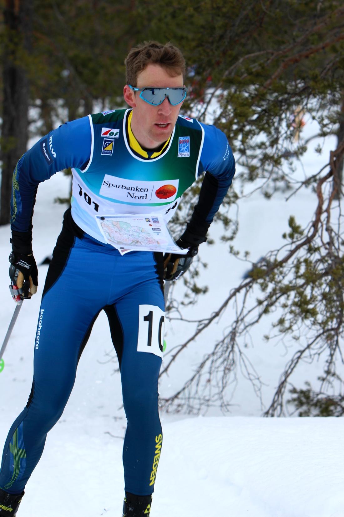 Erik Rost på väg mot guldmedalj. FOTO: Mårten Lång/Svenska Orienteringsförbundet.