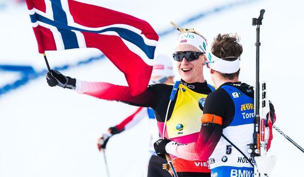 Johannes Thingnes Bö och Tarjei Bö vann dubbelt i Holmenkollen. Det var säsongens 15:s seger för Johannes i vinter. Det har ingen klarat förut. FOTO: Jon Olav Nesvold/Bildbyrån.