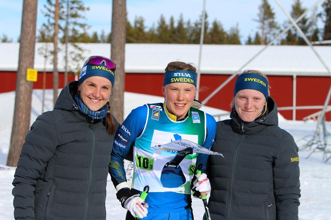 Magdalena Olsson, Tove Alexandersson och Linda Lindkvist tog silver i damernas VM-stafett. FOTO: Mårten Lång/Svenska Orienteringsförbundet.
