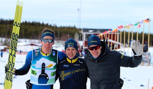Erik Rost, Markus Lundholm och Martin Hammarberg tog silver i herrarnas VM-stafett i skidorientering. FOTO: Mårten Lång/Svenska Orienteringsförbundet.