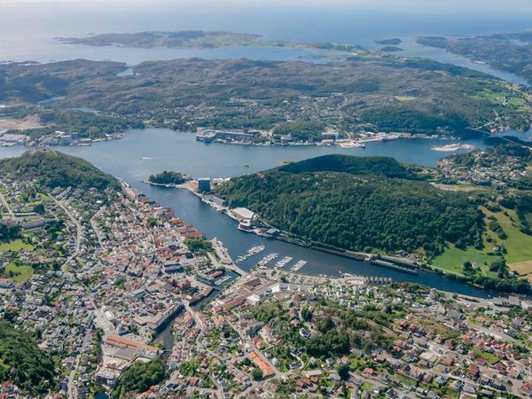 Flyfoto over Egersund sentrum og Eigerøy