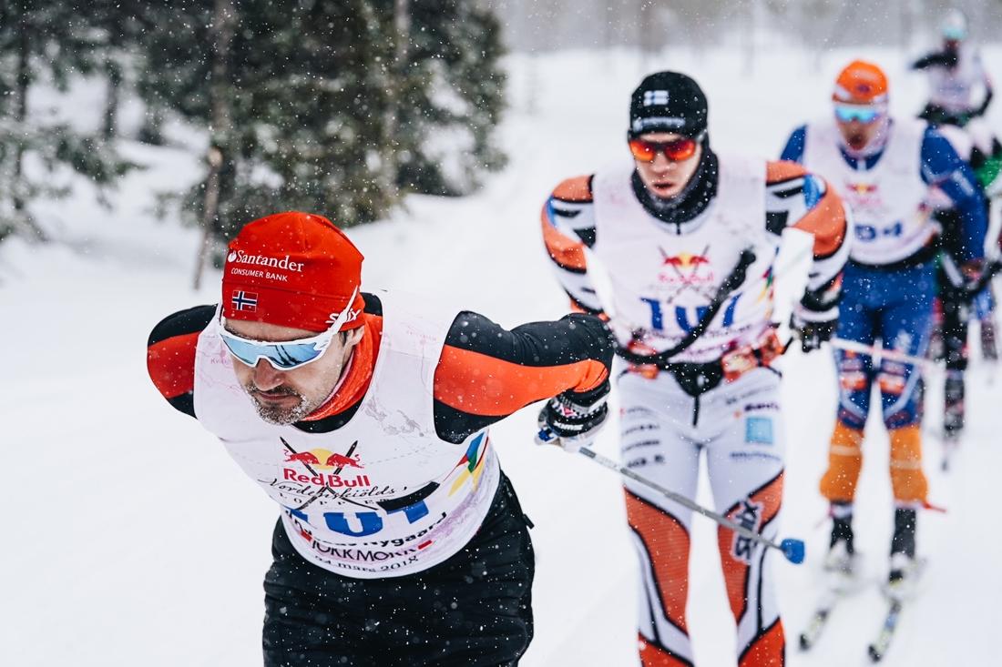 Här drar Andreas Nygaard före förra årets trea, finländaren Christoffer Lindvall, som också han kommer till start även i år. FOTO: Magnus Östh/Red Bull Content Pool.