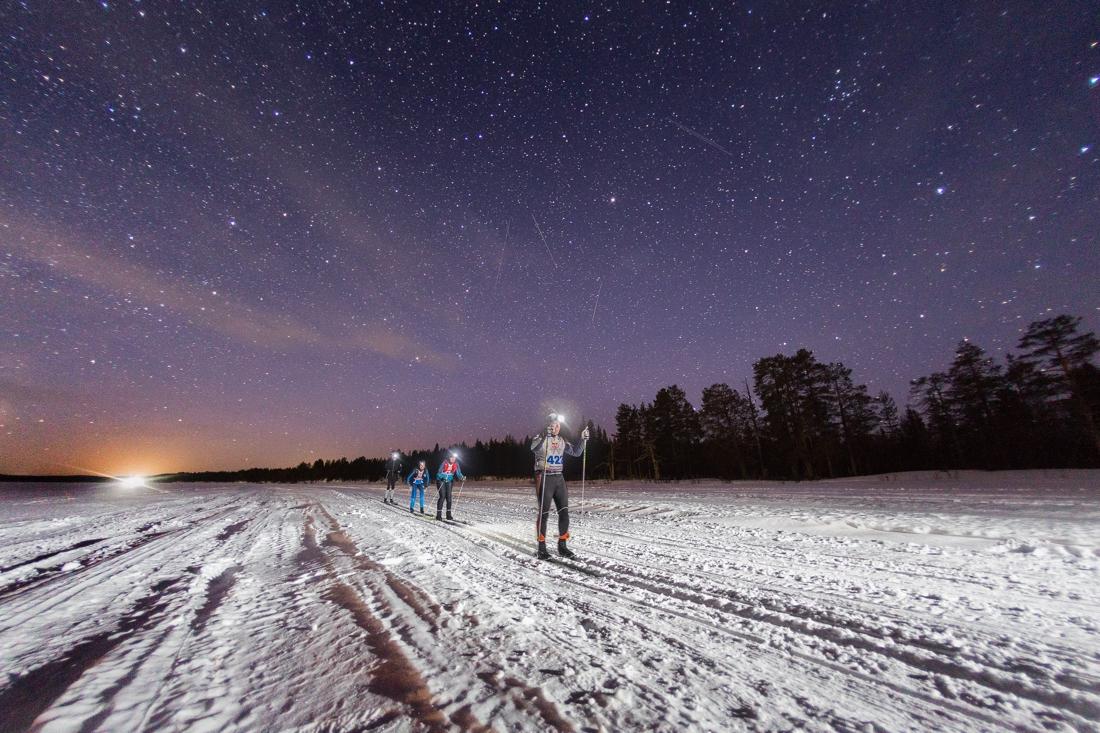 För många åkare så handlade det om att kämpa genom natten. FOTO: Adam Klingeteg/Red Bull Content Pool.