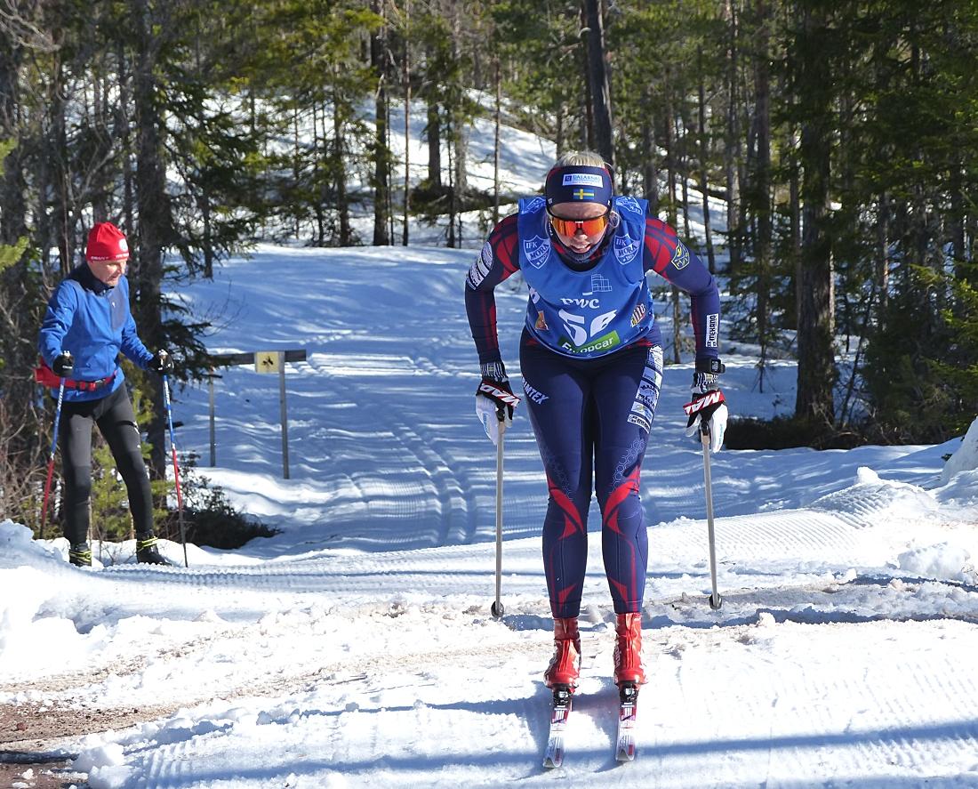 Sandra Olsson på väg vid passering Sågdamsvägen strax efter Eldris. FOTO: Johan Trygg/Längd.se.