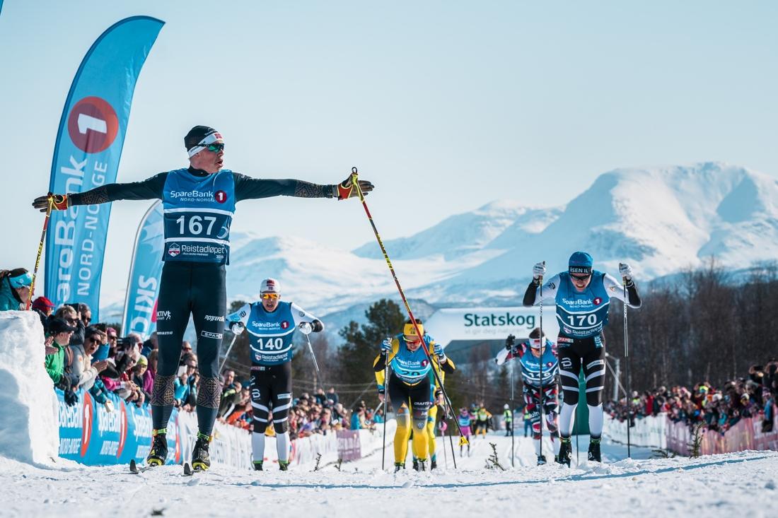 Mikael Gunnelfsen spurtvann Reistadlöpet närmast före Johan Hoel. FOTO: Visma Ski Classics/Magnus Östh.