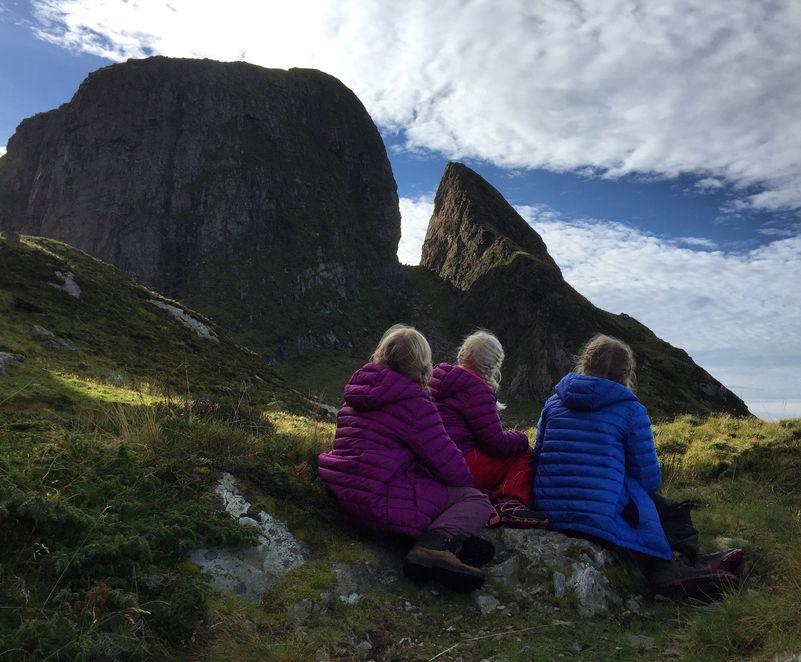 Utsikt mot Kinnaklova på øya Kinn i Flora kommune.