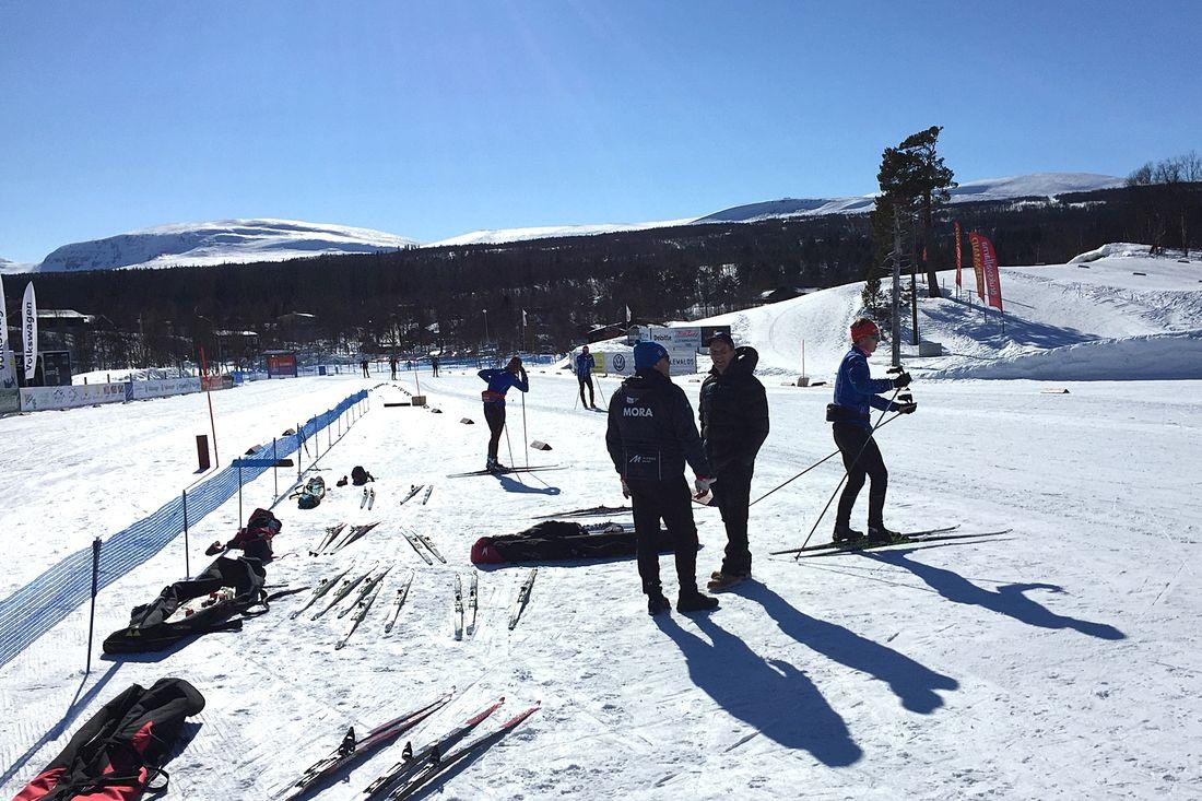 Det råder strålande förhållanden på skidstadion i Bruksvallarna inför torsdagen SM i sprintstafett. FOTO: Johan Trygg/Längd.se.