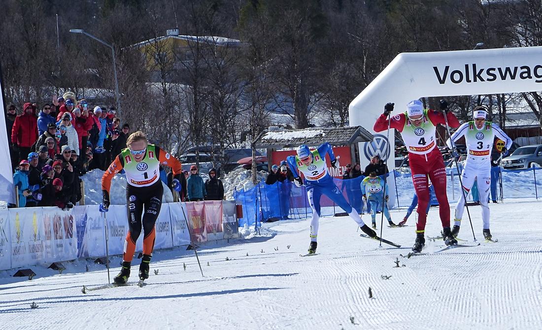 Oskar Svensson har kommandot på upploppet före Karl-Johan Westberg, Johan Häggström och Marcus Grate. FOTO: Johan Trygg/Längd.se.