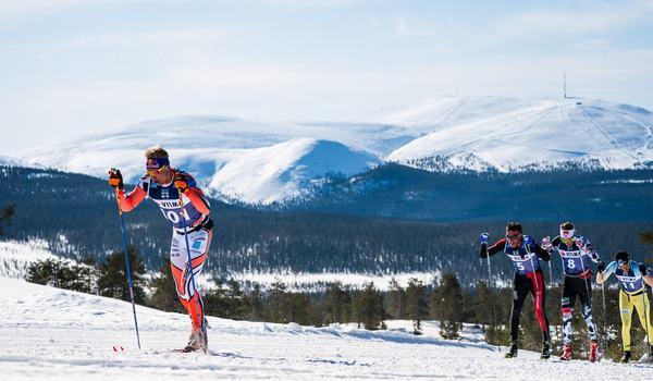 Iivo Niskanen i täten på Ylläs-Levi i fjol då han blev femma. Når den finske nationalidolen pallen den här gången?. FOTO: Visma Ski Classics/Magnus Östh.