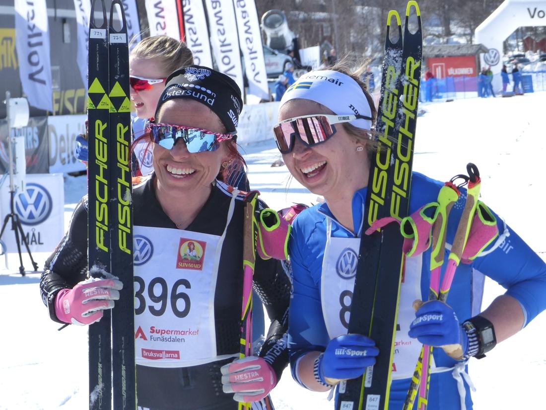 Elisabeth Högberg blev fyra och Evelina Settlin trea. FOTO: Johan Trygg/Längd.se.