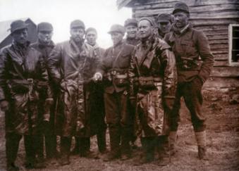 soldater på tur ned fra fjellet ved Narvikfronten 1940.png