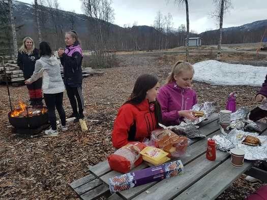 Sterke jenter på besøk i Buvika