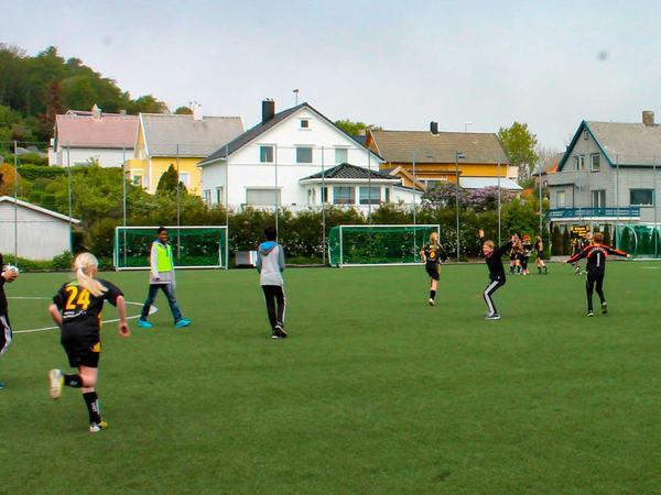 Barn som spiller fotball